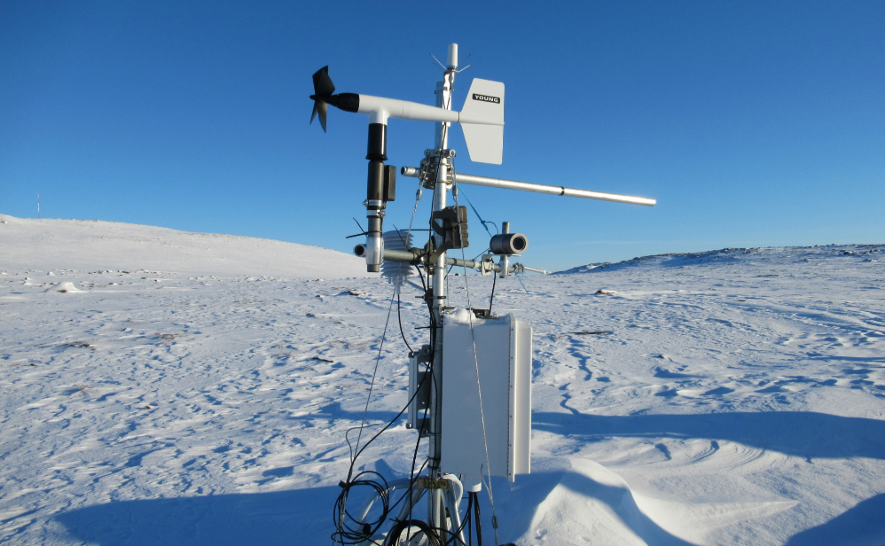 Sentinel North International Arctic Field School - Meteorological station near Iqaluit